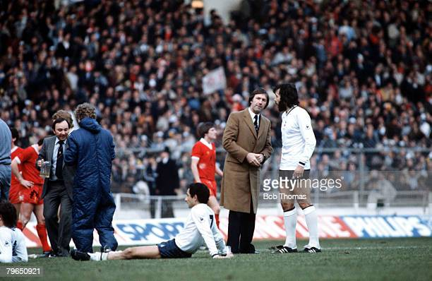 Sport Football League Cup Final Wembley 13th March 1982 Liverpool 3 v Tottenham Hotspur 1 Tottenham Manager Keith Burkinshaw talks to Ricardo Villa...
