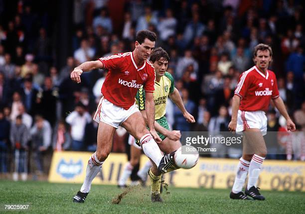 Sport Football League Division One 6th September 1986 Charlton Athletic 1 v Norwich City 2 Charlton's Mark Aizlewood moves away from Norwich's Kevin...
