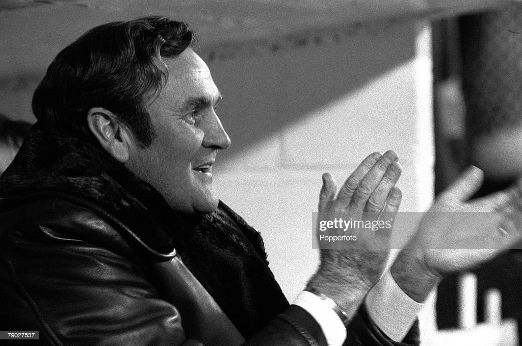 Sport, Football, League Division One, Selhurst Park, London, England, 18th November 1972, Crystal Palace 2 v Leeds United 2, Leeds United Manager Don Revie shows his delight as his side score an equalizing goal
