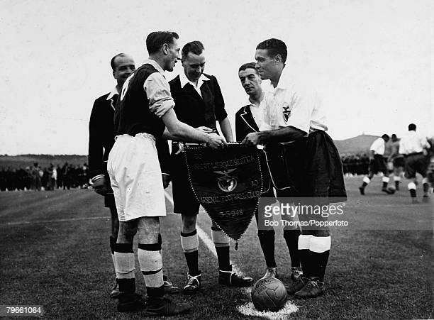 Sport Football Lisbon Portugal 3rd May 1948 Arsenal captain Joe Mercer exchanges pennants with the Benfica captain before the match