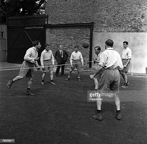 Sport Football London England Tottenham Hotspur Manager Arthur Rowe watches as Ronnie Burgess Eddie Bailey Harry Clarke Arthur Willis Sonny Walters...