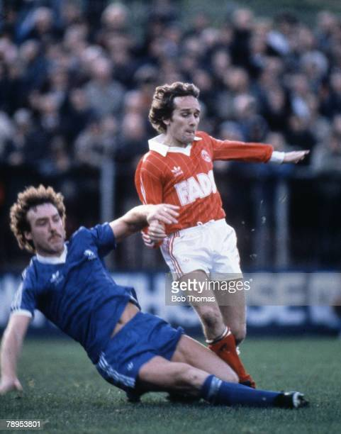 Sport Football London English Division 2 13th November 1982 Charlton Athletic 2 v Middlesborough 3 Allan Simonsen of Charlton Athletic with Kevin...