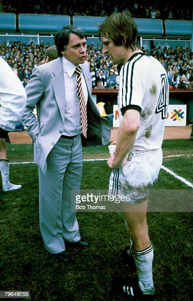 11th April 1981 Villa Park FA Cup SemiFinal Manchester City 1 v Ipswich Town 0 aet Ipswich Town Manager Bobby Robson talks to Frans Thijssen prior to...