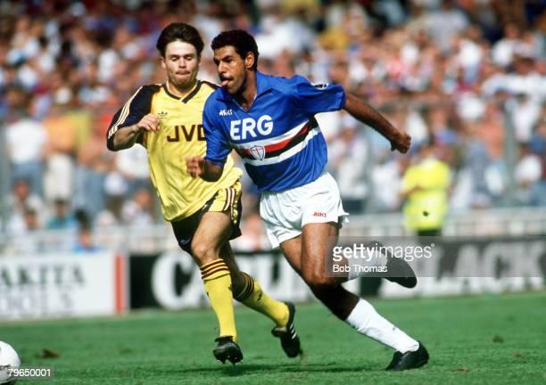 11th August 1990 The Makita Tournament at Wembley Sampdoria 1 v Arsenal 0 Toninho Cerezo Sampdoria races away from Arsenal's Anders Limpar