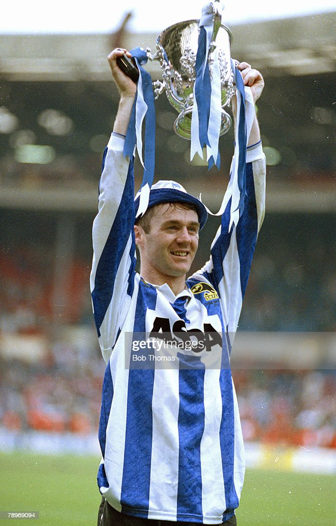 12th April 1987,Rumbelows Cup Final at Wembley,Manchester United 0 v Sheffield Wednesday 1,John Sheridan, Sheffield Wednesday lifts the trophy, John Sheridan also won 34 Republic of Ireland caps between 1988-1996