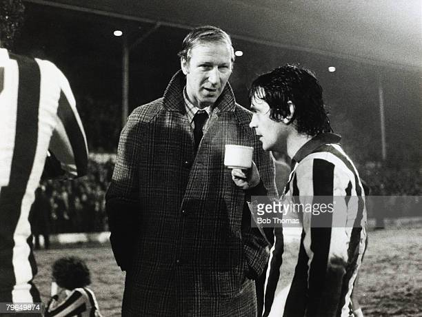 15th January 1979 FACup 3rd Round 2nd Replay Sheffield Wednesday v Arsenal 2 aet Sheffield Wednesday Manager Jack Charlton talks to striker Dennis...