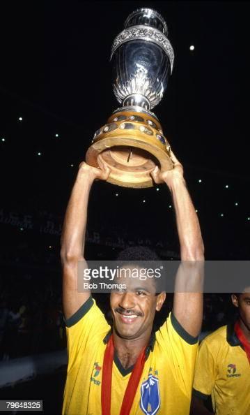 16th July 1989 The Copa America Rio de Janeiro Brazil 1 v Uruguay 0 Brazil's Mazinho holds aloft the trophy
