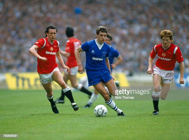 18th May 1985 1985 FA Cup Final at Wembley Everton 0 v Manchester United 1 Everton's Kevin Sheedy centre moves away from Manchester United's John...