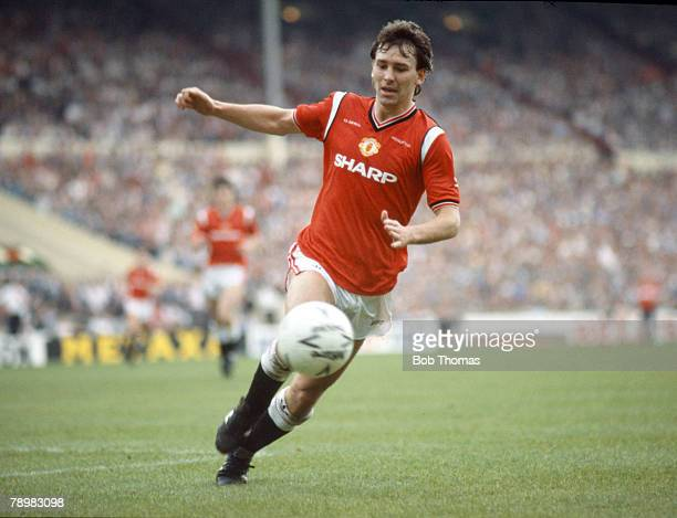 18th May 1985 FA Cup Final at Wembley Everton 0 v Manchester United 1 aet Manchester United captain Bryan Robson moves for the ball