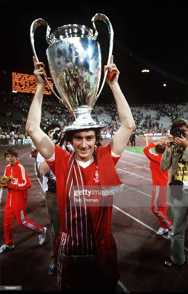 1979 European Cup Final in Munich Nottingham Forest 1 v Malmo 0 Nottingham Forest's Trevor Francis scorer of the winning goal holds aloft the...