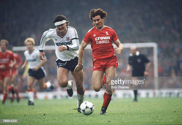 1985 Division 1 Liverpool 3 v Luton Town 2 Liverpool's Craig Johnston is chased by Luton Town's Steve Foster