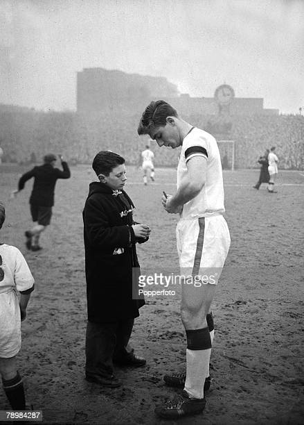 1st February 1958 Division 1 Arsenal 4 v Manchester United 5 at Highbury Manchester United's Duncan Edwards signs an autograph for a young fan on the...