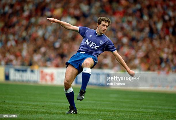 1st May 1989 Simod Cup Final at Wembley Everton 3 v Nottingham Forest 4 aet Kevin Sheedy Everton midfielder 19821992 who also won 45 Republic of...