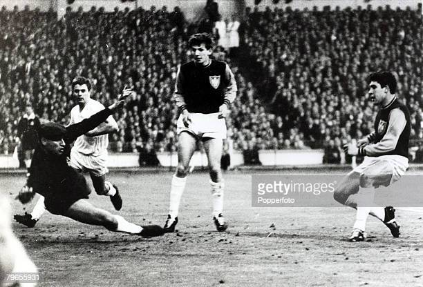 20th May 1965 European Cup Winners Cup Final at Wembley West Ham United 2v Munich 1860 0 West Ham United's Alan Sealey right scores the 2nd goal past...