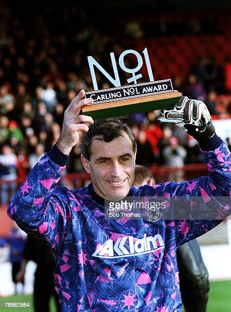 22nd December 1996 Nationwide Division 3 Leyton Orient 2 vs Brighton 0 47year old Peter Shilton gets Carling no1 award to mark 1000 League Games