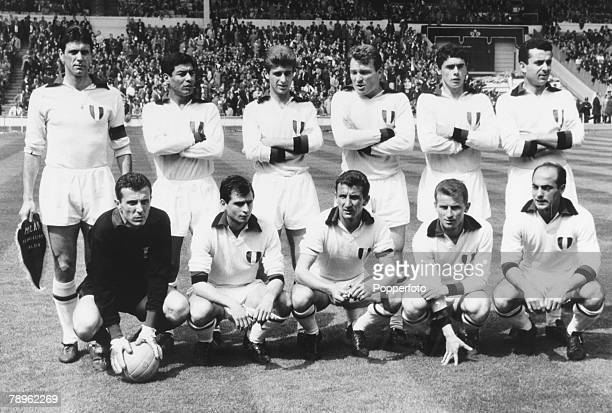 22nd May 1963 European Cup Final at Wembley AC Milan 2 v Benfica 1 The AC Milan team CMaldini Ghezzi Trebbi Benitez Trapattoni Pivatelli Sani...