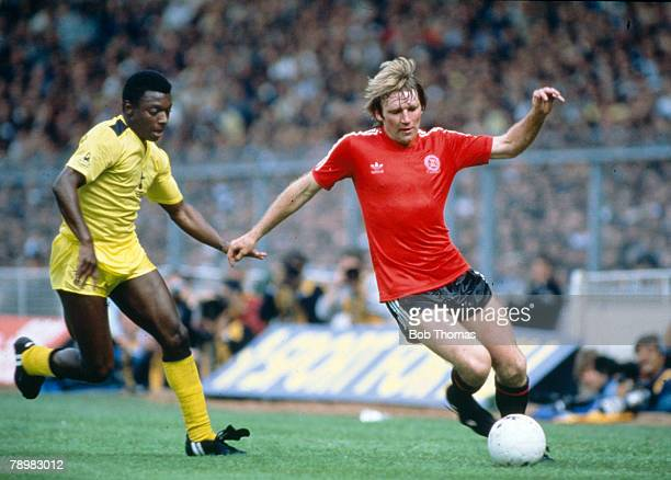22nd May 1982 FA Cup Final at Wembley Tottenham Hotspur 1 v Queen Park Rangers 1 aet Queens Park Rangers' Tony Currie is challenged by Tottenham...