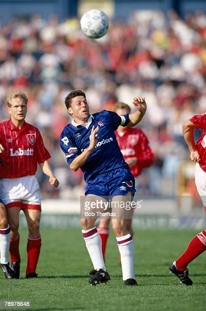 26th September 1992 FA Premier League Chelsea 0 v Nottingham Forest 0 Andy Townsend Chelsea who also won 70 Republic of Ireland international caps...