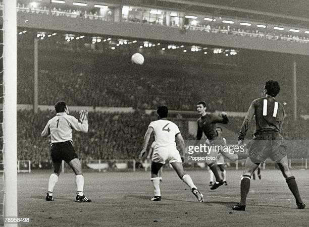29th May 1968 European Cup Final at Wembley Manchester United 4 v Benfica 1 Manchester United's Brian Kidd scores the sides 3rd goal as John Aston 11...