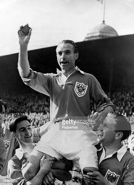 2nd May 1953 FA Cup Final at Wembley Blackpool 4 v Bolton Wanderers 3 Blackpool's Stanley Matthews is chaired by teammates Jackie Mudie left and Stan...