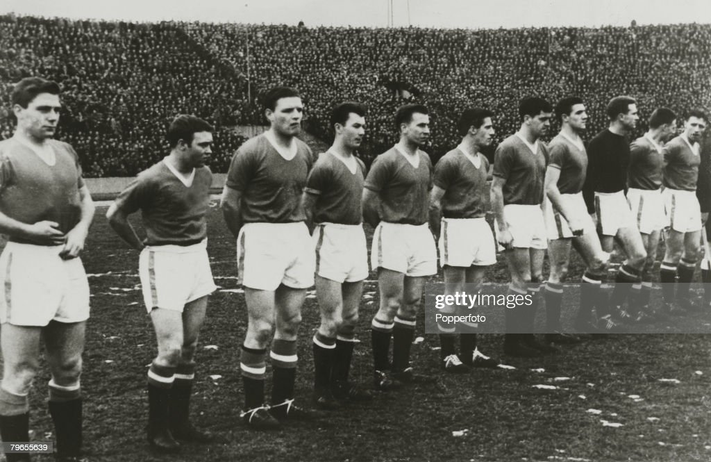 Sport, Football, pic: 5th February 1958, European Cup Quarter Final, 2nd Leg, Red Star Belgrade 3, v Manchester United 3, Manchester United, l-r, Duncan Edwards, Eddie Coleman, Mark Jones, Ken Morgans, Bobby Charlton, Dennis Viollet, Tommy Taylor, Bill Fo : News Photo