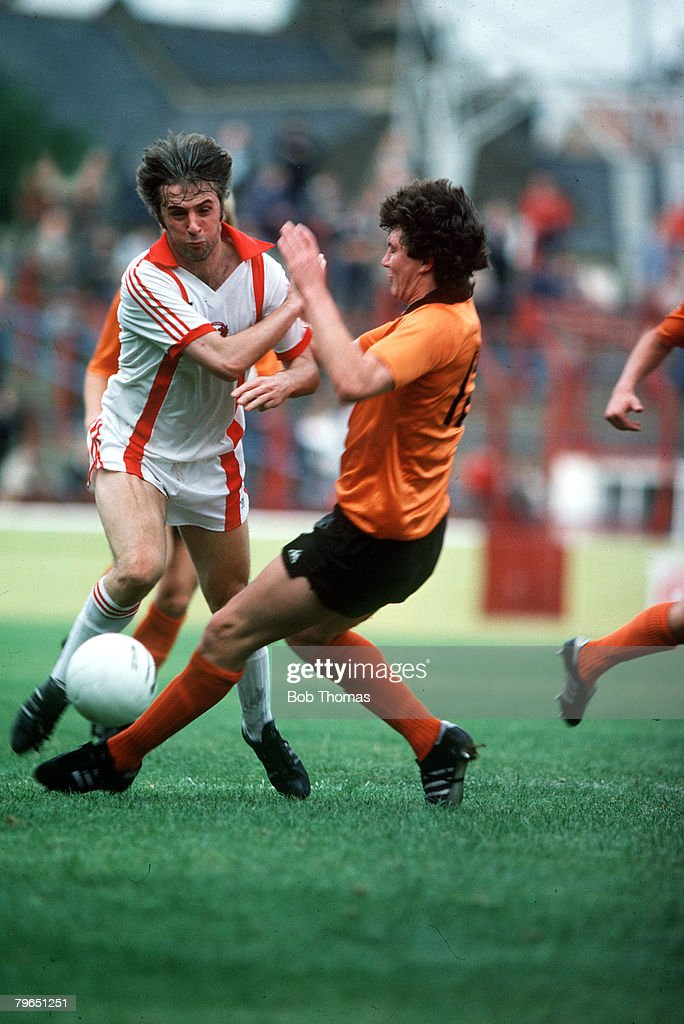 circa 1980, Orient's Stan Bowles, white shirt, opposed by Derby County's Alan Ramage