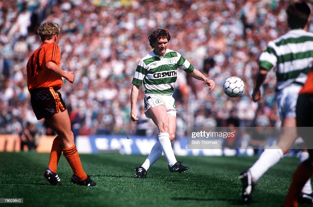 Sport, Football, Scottish FA Cup Final, Hampden Park, 14th May 1988, Celtic 2 v Dundee United 1, Celtic's Roy Aitken clears the ball from Dundee United's Billy McKinlay