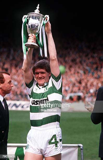 Sport Football Scottish Premier Division Celtic Park 7th May 1988 Celtic 1 v Dunfermline 0 Celtic captain Roy Aitken holds the Championship trophy...
