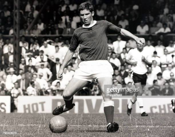 Sport Football Sport Football League Division One Craven Cottage London England 20th August 1966 Fulham v Everton Everton's Alan Ball about to pass...