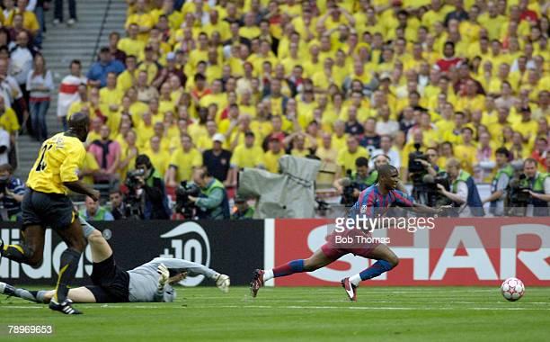 Sport Football UEFA Champions League Final Paris 17th May 2006 Barcelona 2 v Arsenal 1 Arsenal's goalkeeper Len Lehmann brings down Barcelona's...