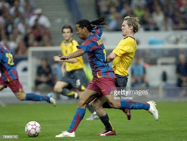 Sport Football UEFA Champions League Final Paris 17th May 2006 Barcelona 2 v Arsenal 1 Ronaldinho of Barcelona with Arsenal's Alexander Hleb