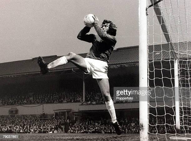Sport Football UEFA Cup Final First Leg Molineux England 3rd May 1972 Wolverhampton Wanderers 1 v Tottenham Hotspur 2 Tottenham Hotspur goalkeeper...