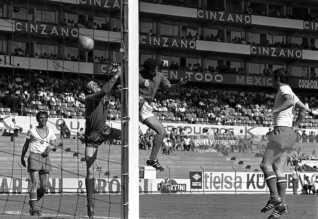 Sport, Football, World Cup Finals, Leon, Mexico, 11th June 1970, Group Four, Bulgaria 1 v Morocco 1, Bulgarian goalkeeper Simeon Simenov punches clear from a Morocco forward