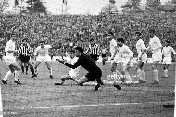 Sport FootballEuropean Cup Final in Brussels Real Madrid 2 v Partizan Belgrade 1 pic 12th May 1966 Real Madrid pack their penalty area as goalkeeper...