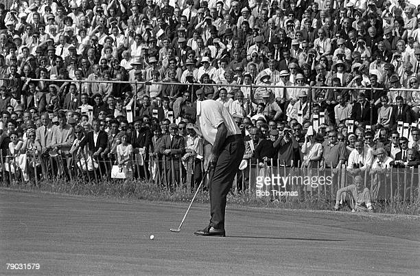 Sport Golf British Open Championship Hoylake England Argentina's Roberto de Vicenzo hits the final putt on the 18th green watched by the gallery