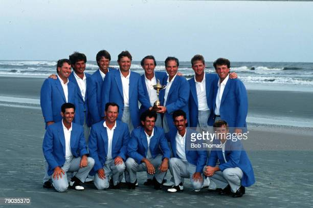 Sport Golf The Ryder Cup Kiawah Island South Carolina September 1991 USA 14 1/2 v Europe 13 1/2 The victorious USA team celebrate with the Ryder Cup...