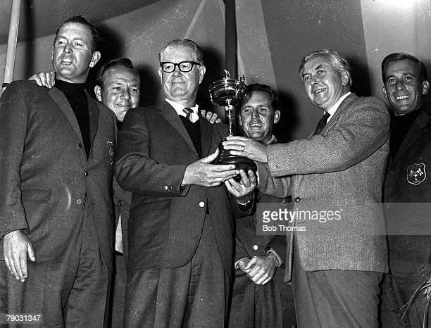 Sport Golf The Ryder Cup Royal Birkdale England Great Britain and Ireland 11 v United States 18 British Prime Minister Harold Wilson presents the...