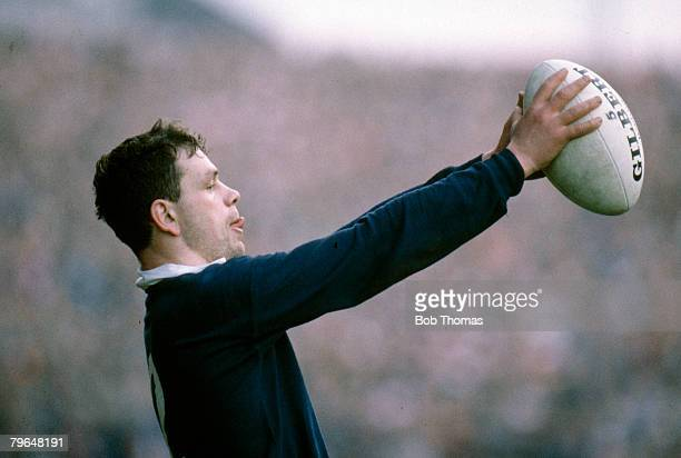 21st January 1989 5 Nations Championship at Murrayfield Scotland 23 v Wales 7 Scotland's Ken Milne about to throw in at the lineout