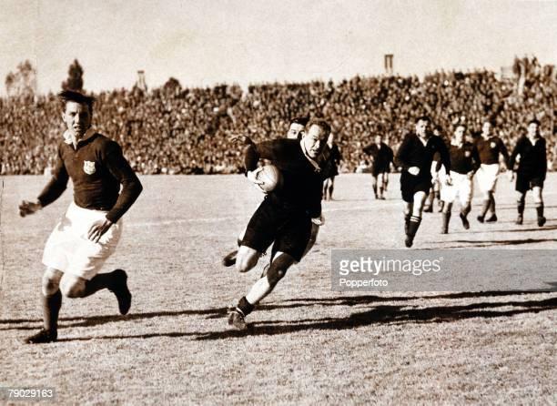 Sport Rugby Union Tour Match Ellis Park Johannesburg 17th August 1938 South Africa 26 v British Lions 12 South Africa's Danie Craven breaks through...