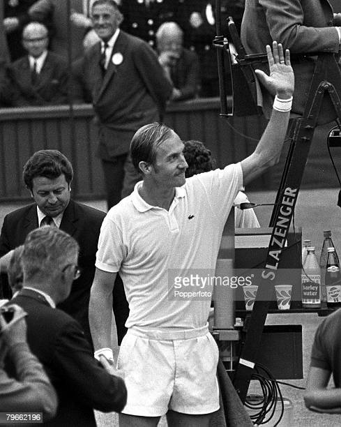 Sport Tennis All England Lawn Tennis Championships Wimbledon England 1st July 1971 Mens Singles SemiFinal USA's Stan Smith waves to the fans after...