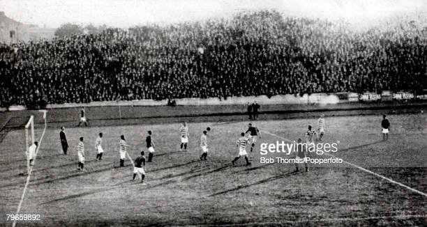 SportFootball 1908 FACharity Shield Manchester United v Queens Park Rangers at Chelsea after a drawn game 11 Action from the game Queens Park Rangers...