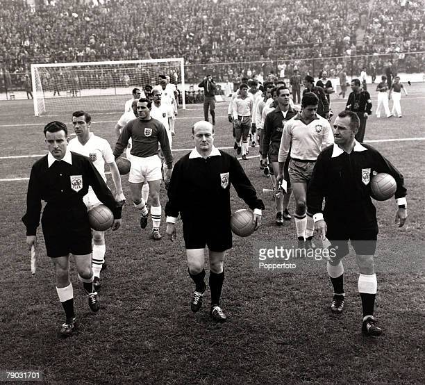 Sport/Football 1962 World Cup Finals Vina Del Mar Chile QuarterFinal 10th June1962 Brazil 3 v England 1 The match officials lead out the teams with...
