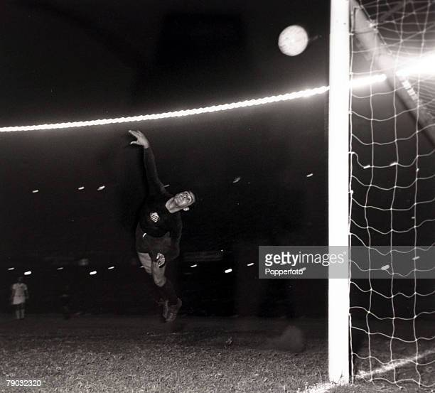 Sport/Football Copa Libertadores South American Club Championship Boca Juniors v Santos Santos and Brazil star goalkeeper Gilmar at full stretch as...