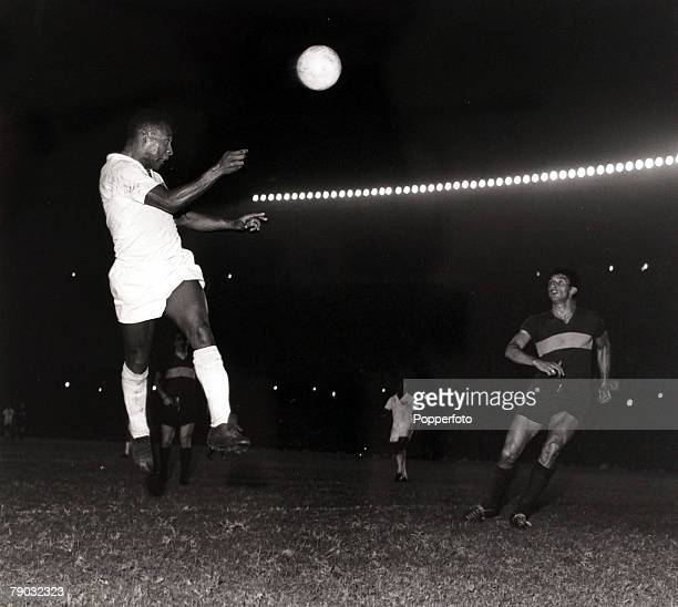 Sport/Football Copa Libertadores South American Club Championship Boca Juniors v Santos Santos and Brazil star Pele rises high to get in a header