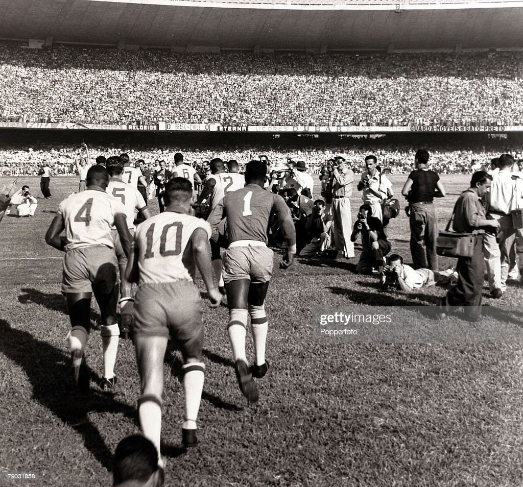 Sport/Football World Cup Qualifier 14th March 1954 Rio de Janeiro Brazil 1 v Chile 0 The Brazil team run out into the Maracana Stadium as...
