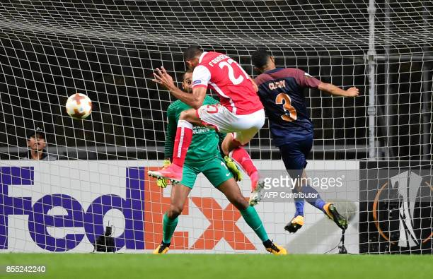 Sporting Braga's Brazilian midfielder Fransergio heads the ball to score during the UEFA Europa league football match SC Braga vs Istanbul Basaksehir...