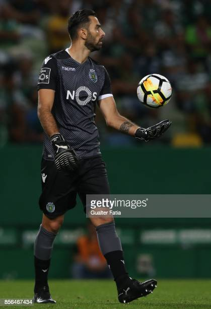 Sporting CP goalkeeper Rui Patricio from Portugal in action during the Primeira Liga match between Sporting CP and FC Porto at Estadio Jose Alvalade...