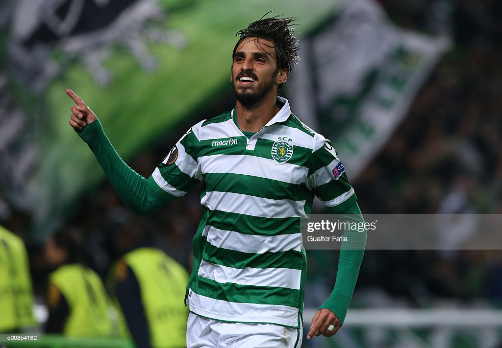 Sporting CPO's forward <a gi-track='captionPersonalityLinkClicked' href=/galleries/search?phrase=Bryan+Ruiz&family=editorial&specificpeople=714489 ng-click='$event.stopPropagation()'>Bryan Ruiz</a> celebrates after scoring a goal during the UEFA Europa League match between Sporting CP and Besiktas JK at Estadio Jose de Alvalade on December 10, 2015 in Lisbon, Portugal.