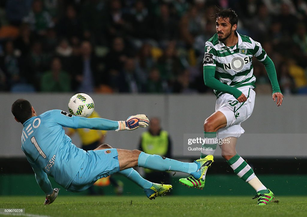 Sporting CPÕs forward from Costa Rica Bryan Ruiz with Rio Ave FCÕs goalkeeper Cassio in action during the Primeira Liga match between Sporting CP and Rio Ave FC at Estadio Jose Alvalade on February 8, 2016 in Lisbon, Portugal.