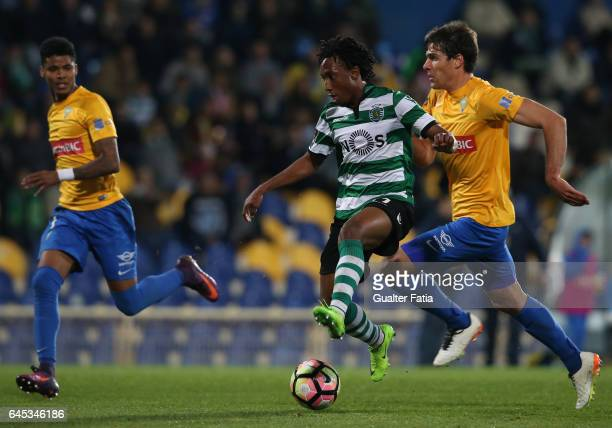 Sporting CP's forward Gelson Martins from Portugal with Estoril's defender Ailton Silva from Brazil and Estoril's defender Joao Afonso in action...